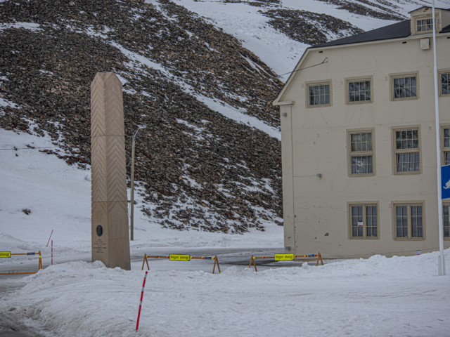 Road in front of the historic building Huste in Longyearbyen closed due to an avalanche.
